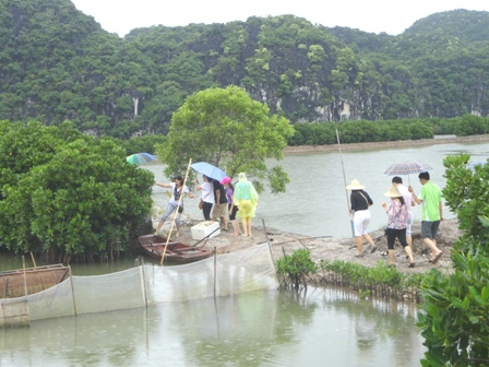 Tour the Park link to Community Based Ecotourism Phu Long